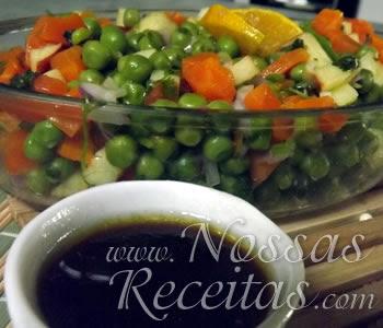 receita de salada com legumes diversos e molho fácil
