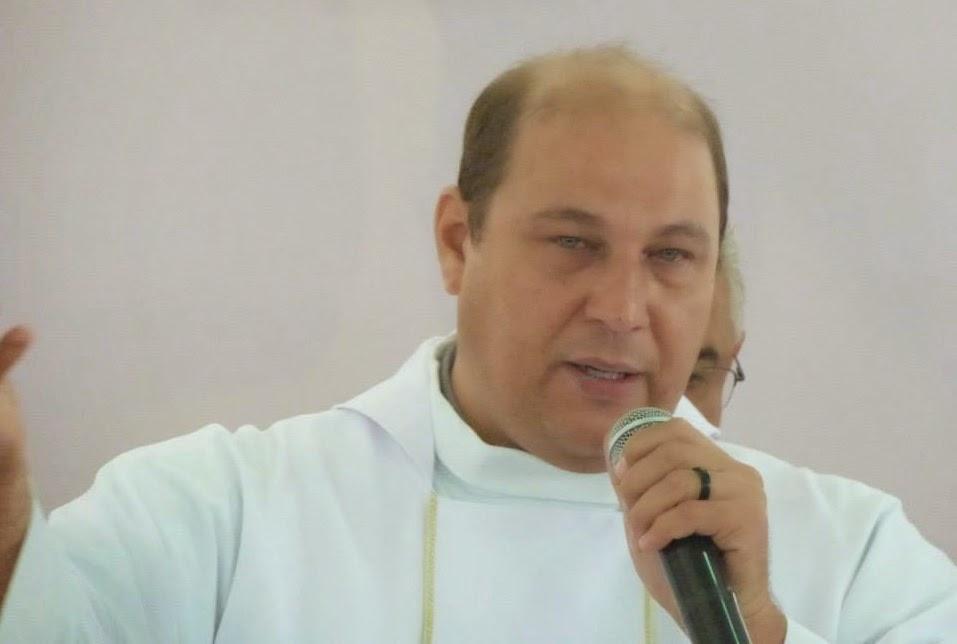 http://www.renatodiniz.com/2014/09/padre-gesner-coube-e-o-entrevistado-da.html