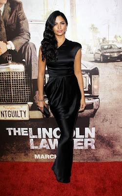Camila_Alves_hot_celebrity_moms_FilmyFun.blogspot.com