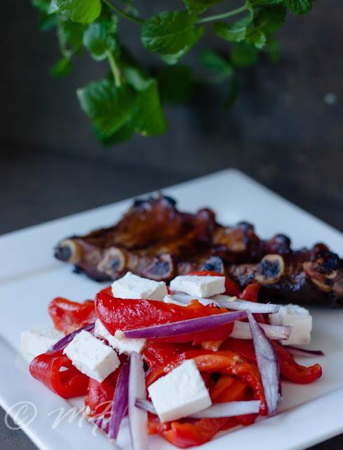 Salată de ardei copt cu brînză feta