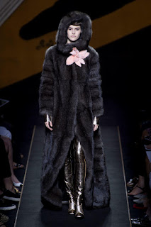The Best Looks from Fall 2015 Couture- 2015 Runway Trends | Fendi Fashion Show