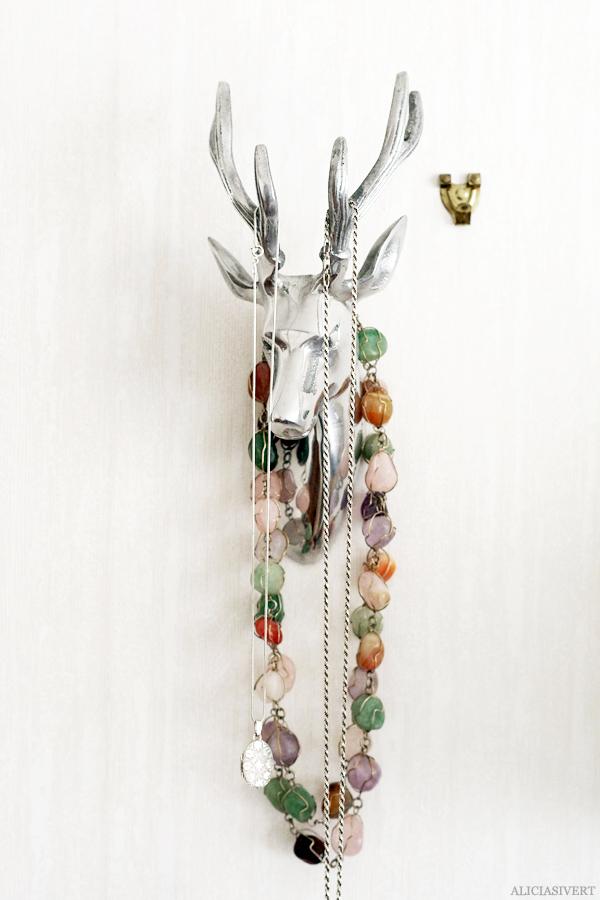 aliciasivert, alicia sivertsson, home, hem, hängare hjort åhléns smycken halsband krok