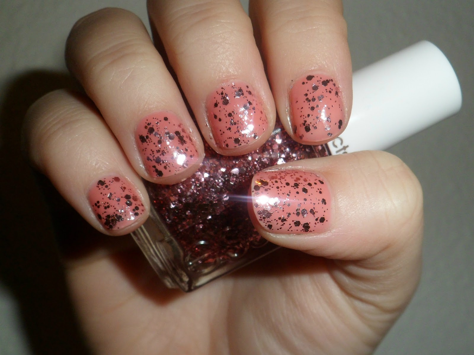 negleprinssesen: Essie lux effects: A cut above Essie A Cut Above Alone