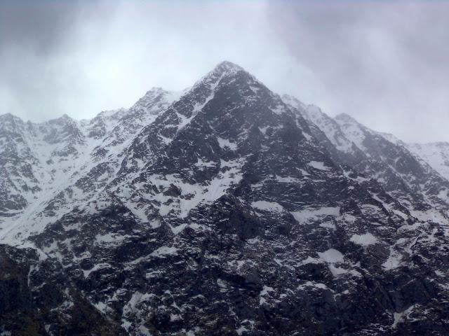 triund peak dhaladhar himalayas