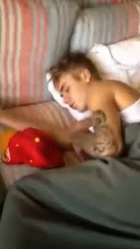 Justin Bieber apanhado a dormir com uma prostituta