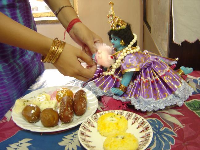 Quotes, shayari: raksha bandhan sms in hindi 2014- happy rakhi hindi ...