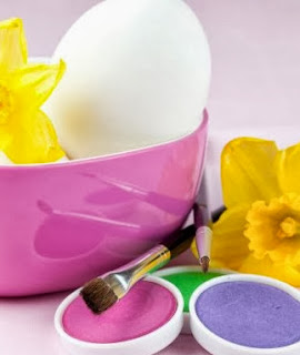 http://www.hogarutil.com/decoracion/manualidades/otros/201204/como-pintar-huevos-pascua-colores-14852.html