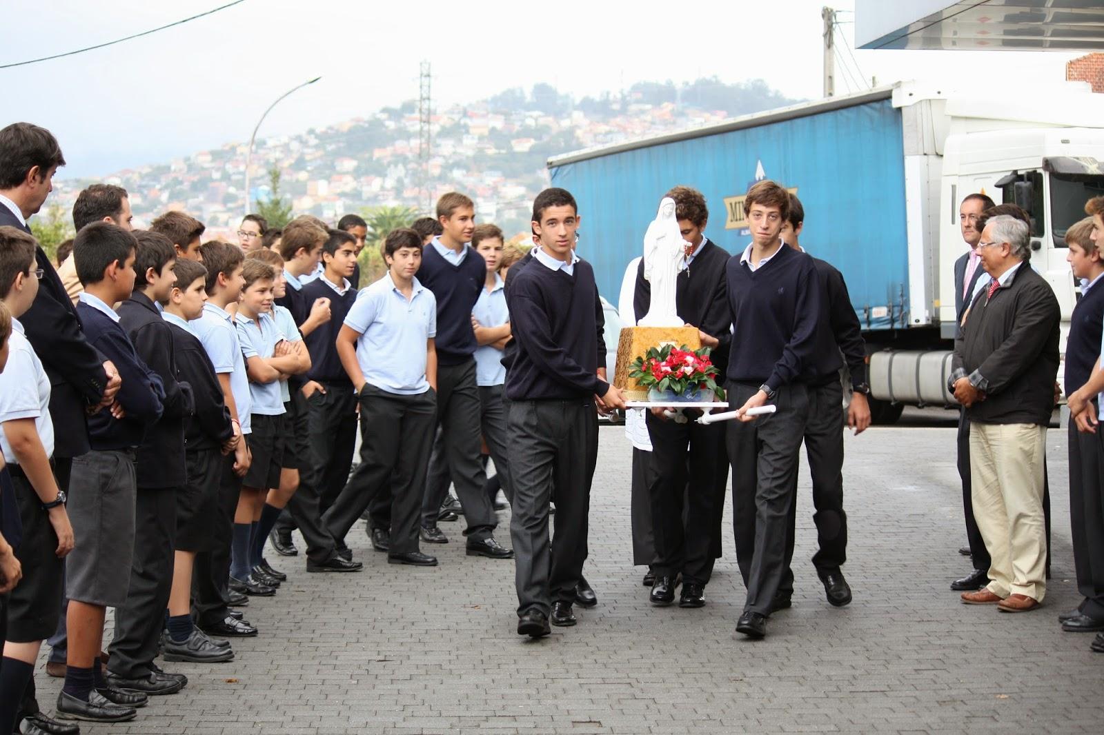 Gospa peregrina reina de la paz visita colegio - Colegio monterrey vigo ...