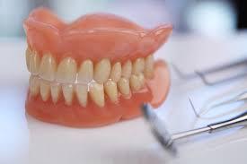 Dentaduras têm prazo de validade