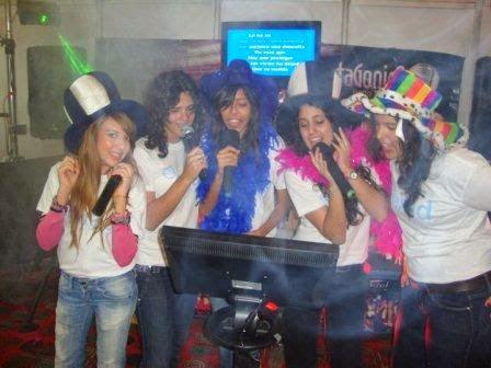 6 pasos para organizar tu fiesta en casa la crudota - Karaoke en casa ...