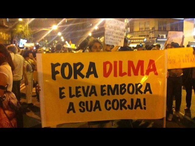 http://3.bp.blogspot.com/-yaqqDCv5zMA/UcL6Pke6qvI/AAAAAAAAAPU/wlOMyPDau6s/s1600/Fora+Dilma+e+sua+corja.jpg