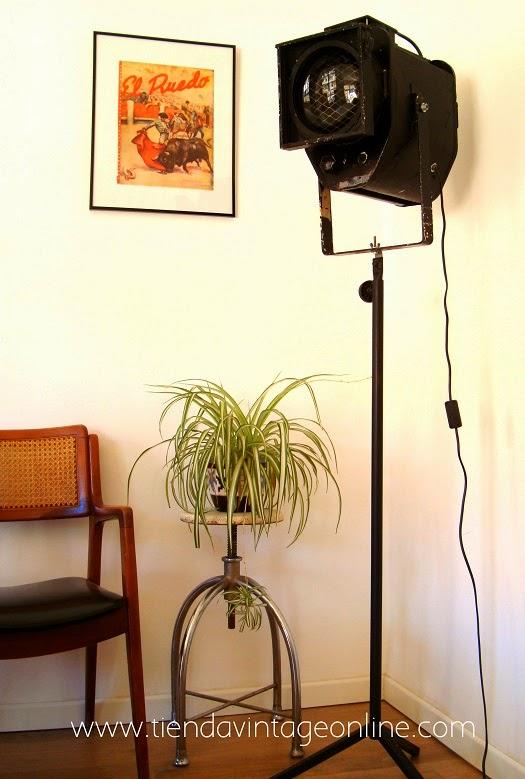 Lámparas de pie vintage. Focos antiguos valencia. Tienda vintage online decoración