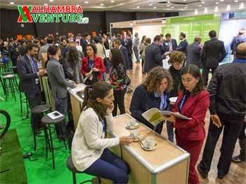 Varios emprendedores e inversores en el evento Alhambra Venture de Granada