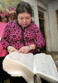 Wanita Cina Berhasil Menghafal Semua isi Kamus