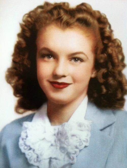 old portrait of Norma Jean before became Marilyn Monroe