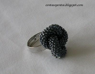 anel em micro missangas, técnica crochet