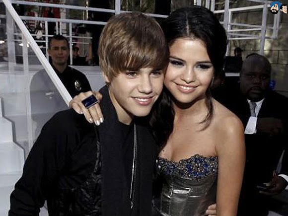 bieber and gomez kissing. justin ieber and selena gomez