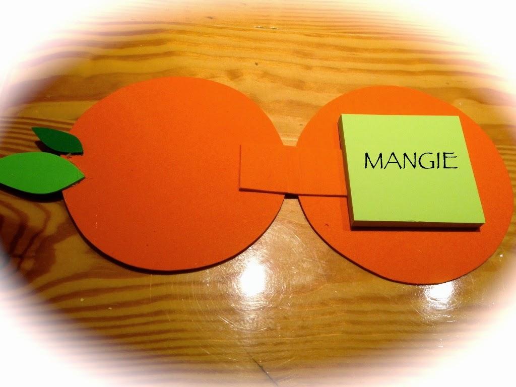 Naranja porta notas abierta