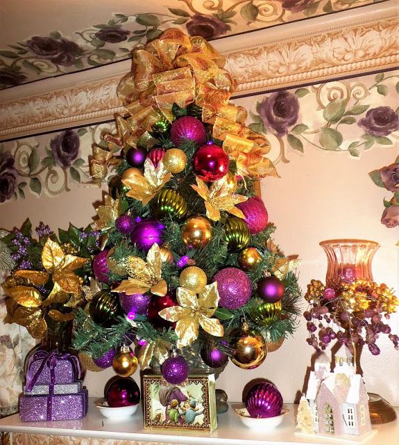 Christmas in the Upstairs Bathroom Christmas Home Tour, 2016