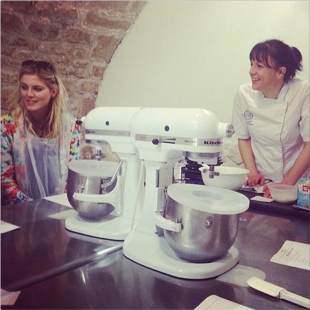Claire's Paris Briochine Cake design atelier pâtisserie sans gluten Free baking class