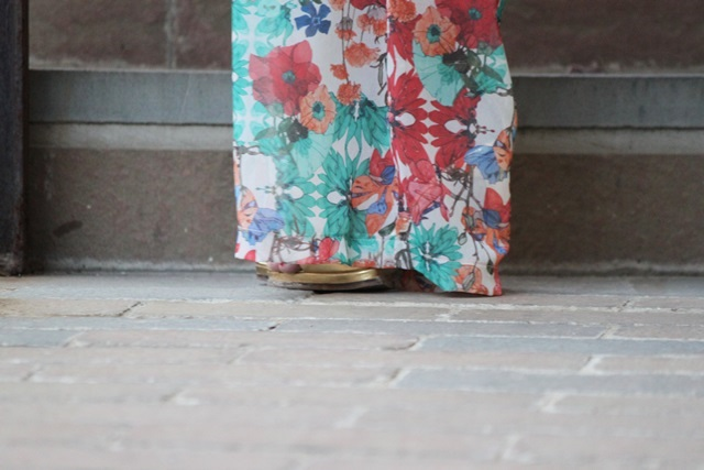 pantalones-palazzo-palazzo-pants-top-asimetrico-cinturon-dorado-clutch_de_boda-david_christian
