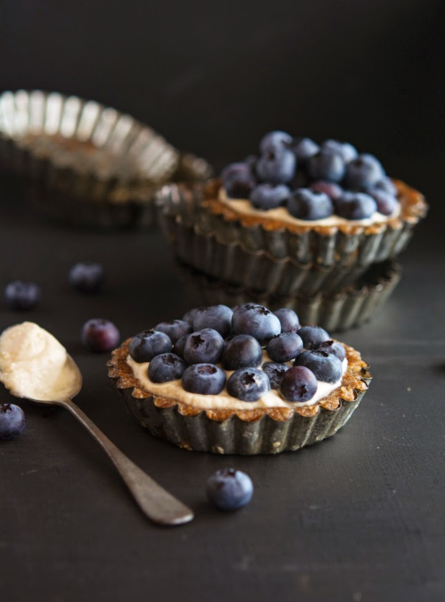 (Paleo) Almond-Berry Tartlets