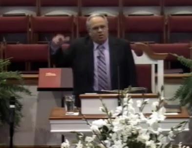 pastor predica en contra de los gays