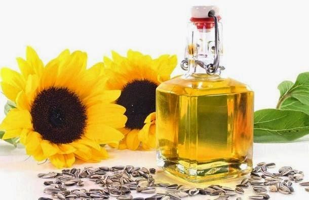 Scrub tangan menggunakan minyak bunga matahari