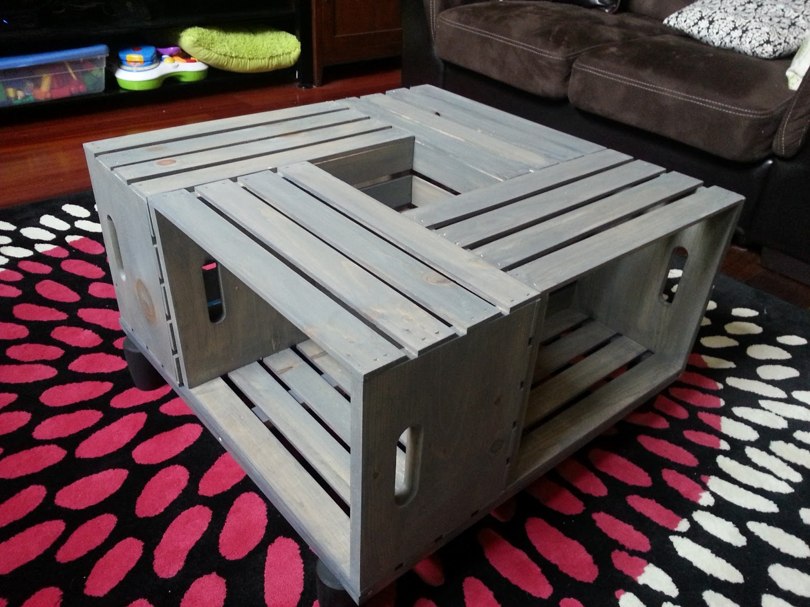 Diy crate coffee table for Diy apple boxes