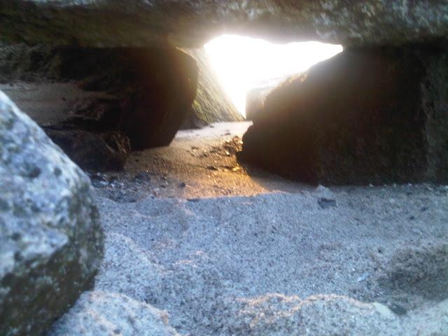 Buhnen-Felsen am Strand von Kalifornien