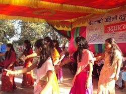 kids are dancing in Stone Festival