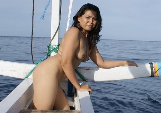 cewek mantap foto anisa nude model bali pose di pantai 1