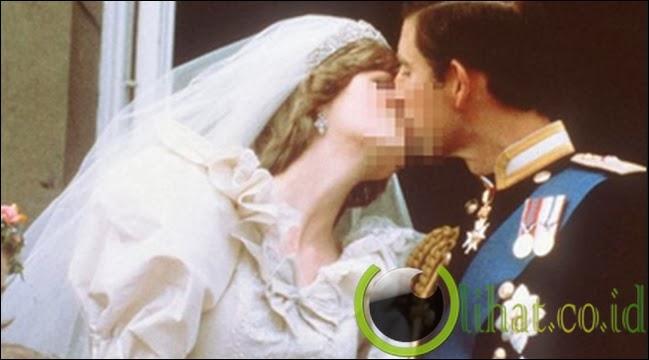 Ciuman Pangeran Charles - Putri Diana