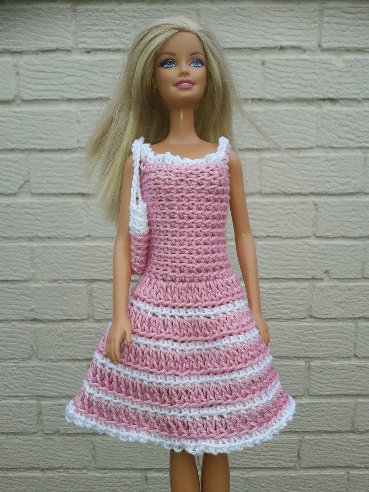 Free Barbie Knitting Patterns : Lyns Dolls Clothes: Barbie crochet dresses and bag
