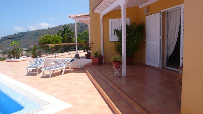 Casas y estilos terrazas y piscinas 1 con estilo a ti for Casas con balcon y terraza