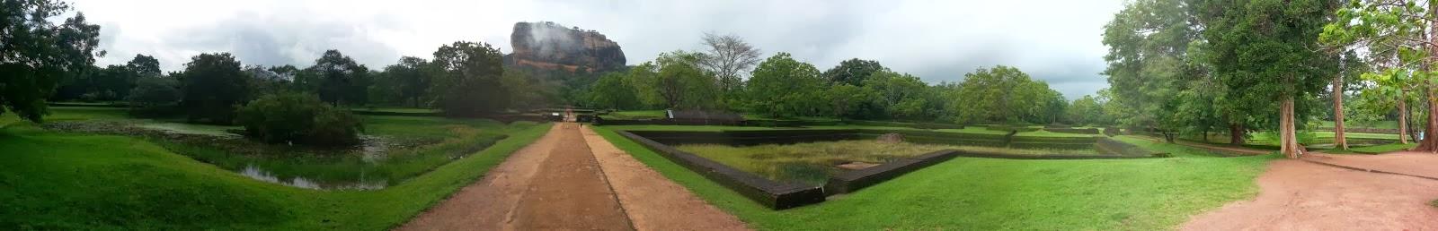 Сигирия Водяные Сады, Шри-Ланка, фото панорама высокого качества, бассейны, фонтаны, ландшафт