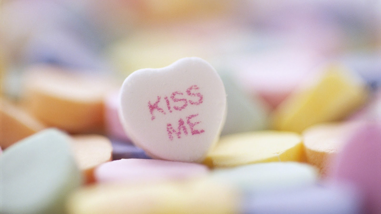 KISS ME candy Heart ~ Mystery Wallpaper