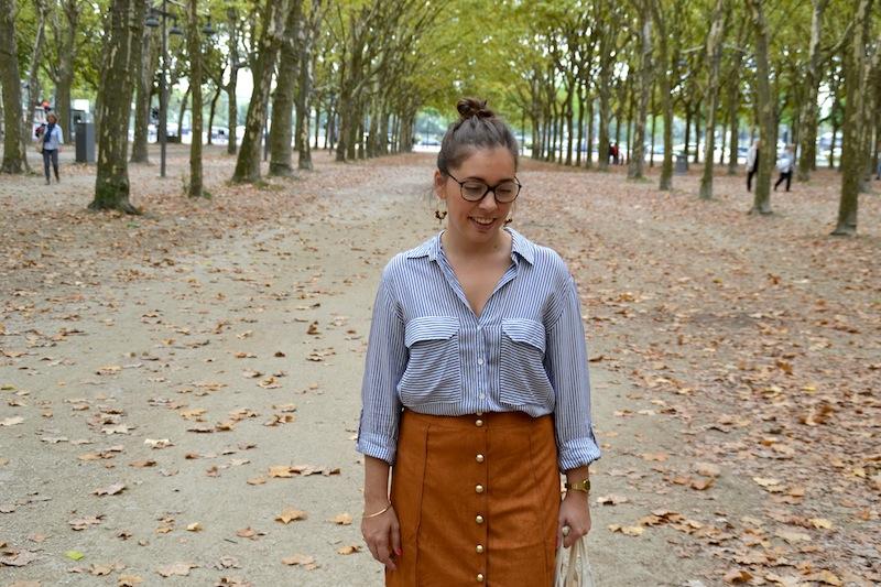 chemise rayé Zara, jupe en suédine Boohoo, stan smith et tote bag American Vintage, créoles DIY