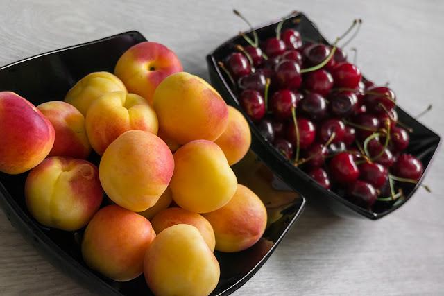 Черешня и абрикосы.