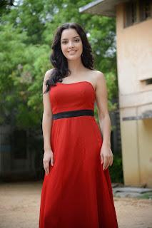 Kristina Akheeva dazzling in red 035.jpg
