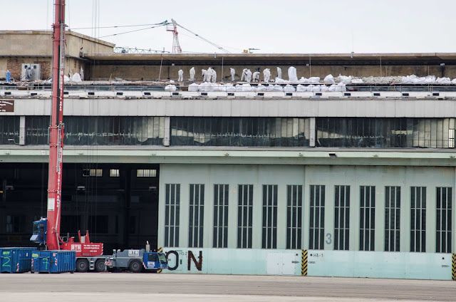 Baustelle Dacharbeiten, Ehemaliger Flughafen Berlin-Tempelhof, Neukölln, 08.06.2015