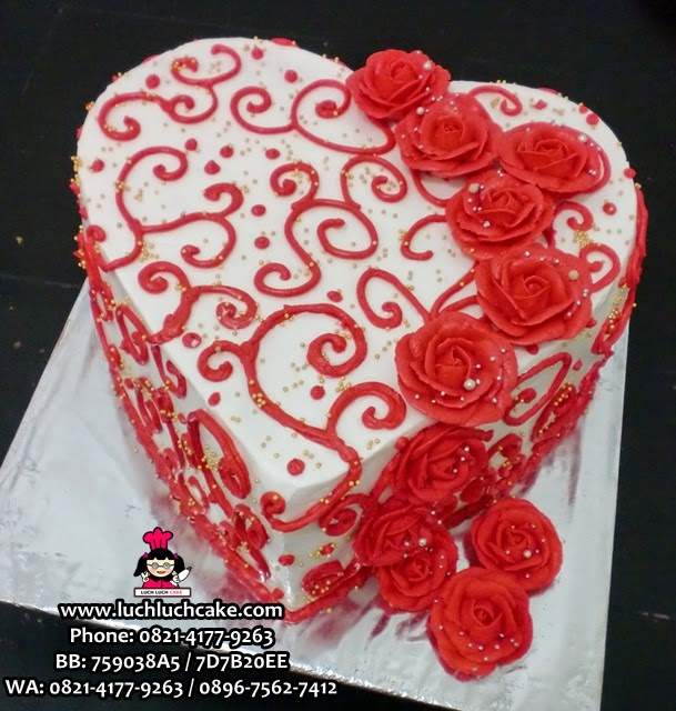 beautiful romantic heart shape cake