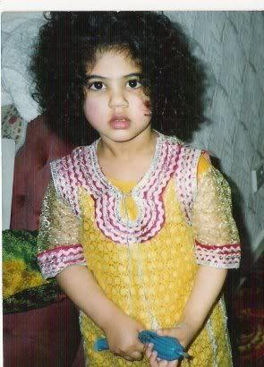 Pakistani cute singer aanie khalid chilhood pic