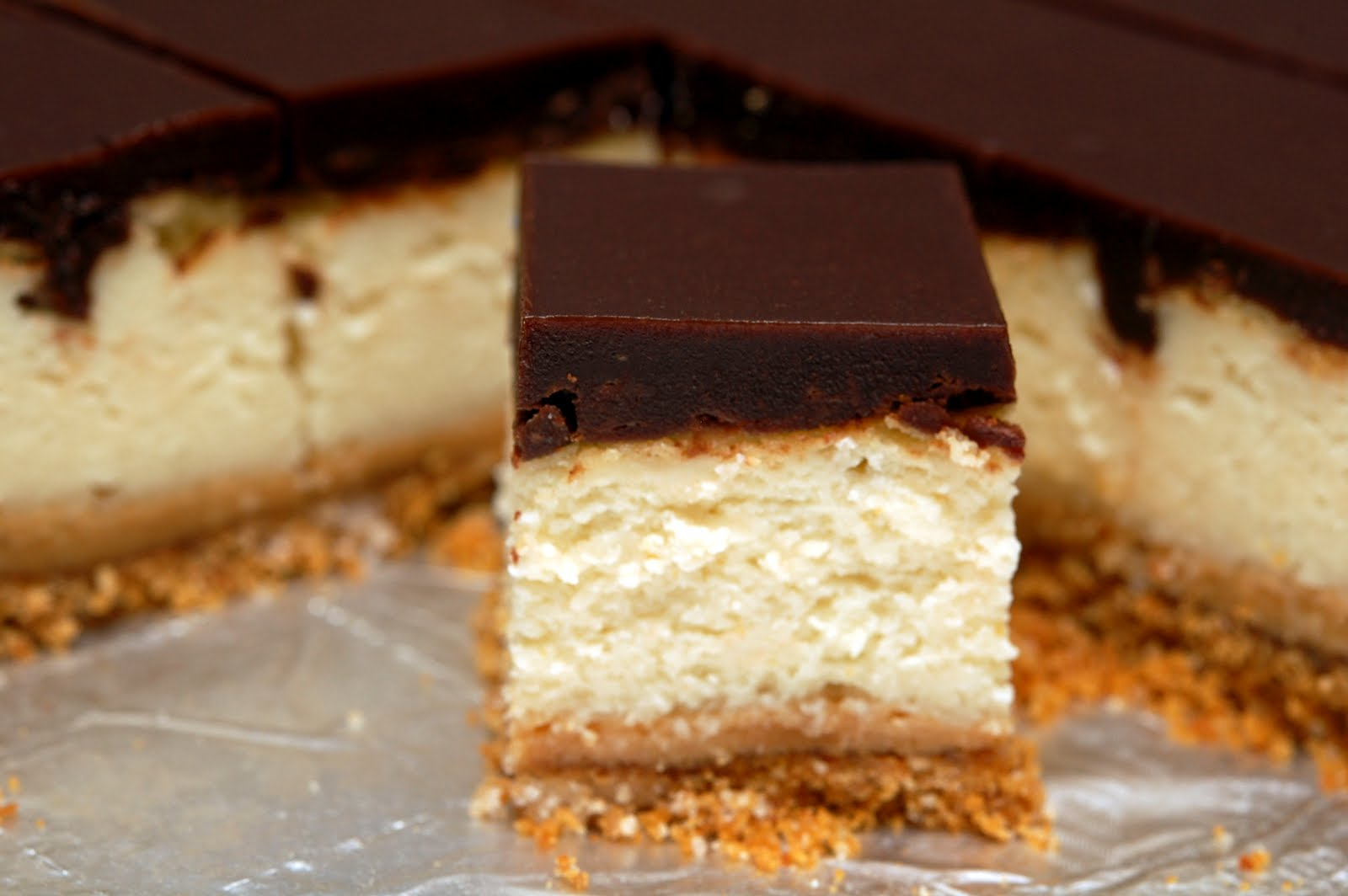 DULCE DE LECHE CHEESECAKE BARS - Hugs and Cookies XOXO