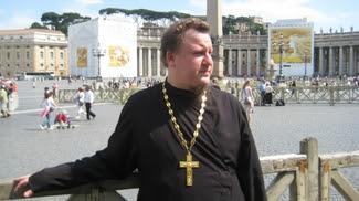 Самарский священник Артем (Амфиан) Вечелковский открыто объявил себя геем, а также сказал, что намерен защищать права геев