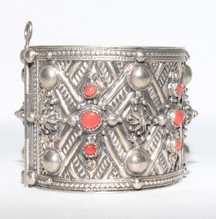 Vente bijoux kabyles (Paris, Ath Yenni, Kabylie, Algérie)