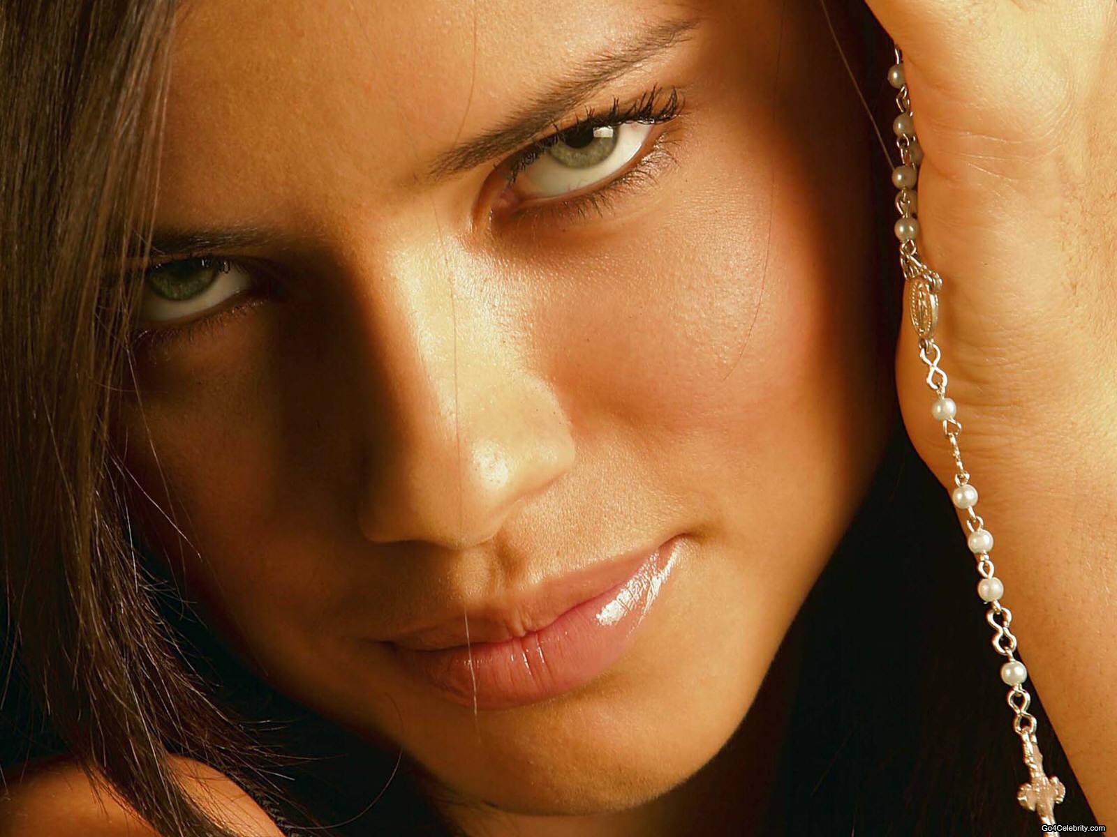 http://3.bp.blogspot.com/-yerJqZXJ1UQ/T6DSiVw_eVI/AAAAAAAAAfc/yfv0YndXMmQ/s1600/Adriana%2Blima%2Bwallpapers%2B6.jpg