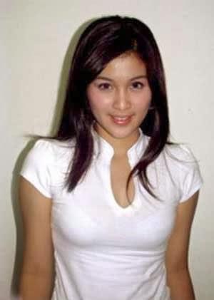 18. Foto Payudara Sandra Dewi