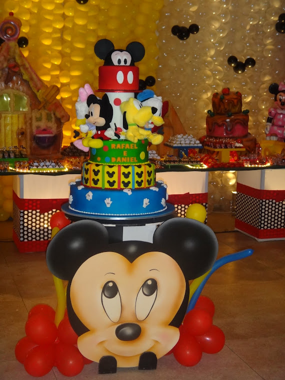 Mesa do bolo com rostinho do Mickey!!