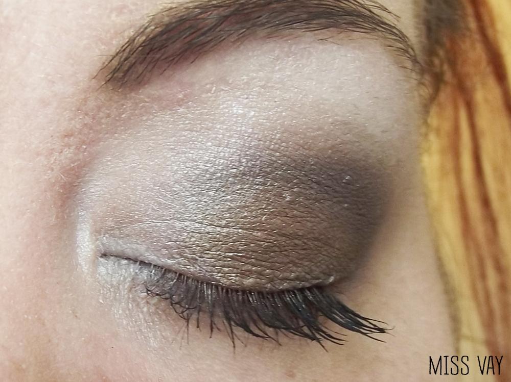 Connu Maquillage pour corriger les paupières tombantes - Miss Vay | Blog  FM27